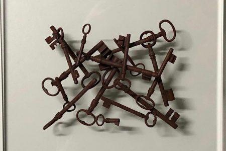 Chiavi ruggine - scultura su plexiglass 41x37 (orizzontali) - Solo chiavi 26x20